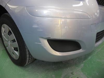 トヨタ・ビッツ フロントバンパー修理