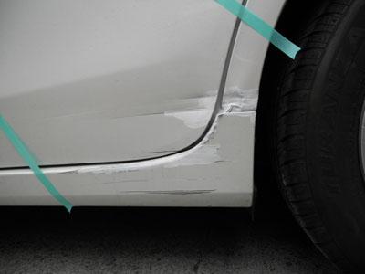 トヨタ・プリウス 大きな凹み、修理で大丈夫です。