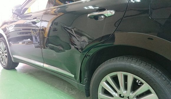 トヨタ・ハリアーのドア交換と板金修理!