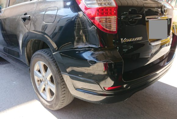 トヨタヴァンガード/大きな損傷も価値を下げない技術で板金塗装。