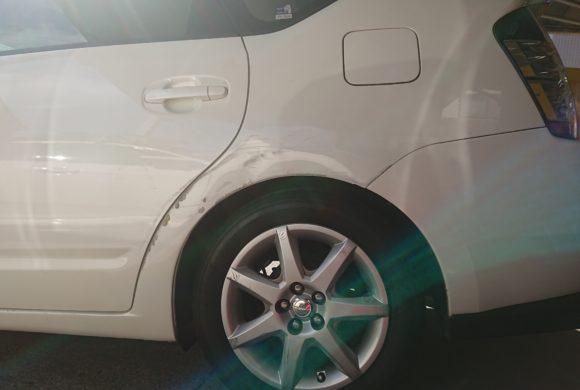 トヨタプリウス/クォーターの凹みは佐藤自動車にお任せください!